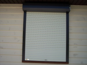 Rolling%20Shutter%20Bronze%20and%20Ivory%202